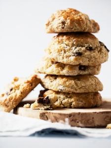 2-sour-cream-chocolate-chip-scones-lgn-6033835