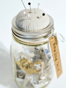 mason-jar-sewing-kit-anthropologie-knock-off-diy-lgn