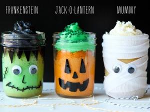 22 Wicked Ways to Use Mason Jars This Halloween